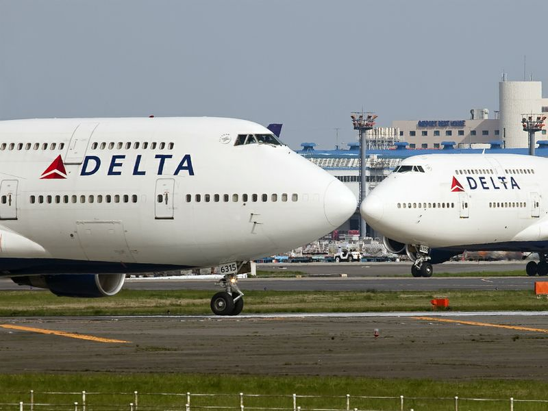 delta air lines and salary cost An analysis of delta air lines -based on case: delta air lines (a): the low-cost carrier threat in 1929 delta air lines began its first passenger service with only five passengers on board today, delta serves over 100 million passengers annually worldwide delta is the second-largest carrier in .